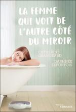 La femme qui voit de l'autre côté du miroir